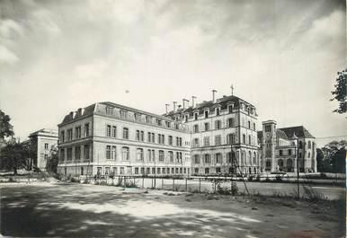 """/ CPSM FRANCE 78 """"Versailles, école Sainte Geneviève, la façade vue du parc """""""