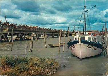 """CPSM FRANCE 85 """"L'Aiguillon sur Mer, la Faute, le pont et les pêcheurs"""""""