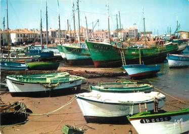 """CPSM FRANCE 85 """"Ile d'Yeu, port Joinville"""" / BATEAU DE PECHE"""