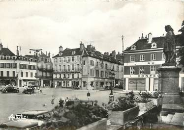 "/ CPSM FRANCE 89 ""Avallon, place Vauban"""