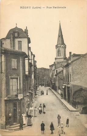 ".CPA  FRANCE 42 ""Régny, Rue  nationale """