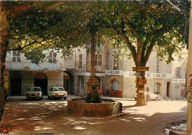 """/ CPA FRANCE 83 """"Bargemon, place Chauvier"""""""