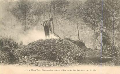 """CPA FRANCE 21 """"Les charbonniers en forêt, mise en feu d'un fourneau"""""""