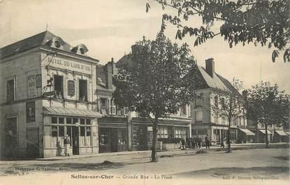 """.CPA  FRANCE 41 """"Selles sur Cher, Grande rue, la place"""""""
