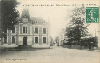 """.CPA FRANCE 72 """"La Chartre sur le Loir, Caisse d'épargne et Rue de l'Hôtel de Ville"""""""