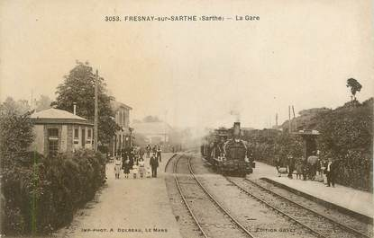 ".CPA FRANCE 72 ""Fresnay sur Sarthe, La gare""/TRAIN"