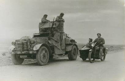 CPSM MILITAIRE / CHAR / SIDE CAR / Tunisie