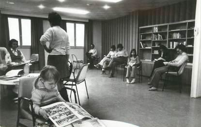 """.CPSM FRANCE 74 """"Vallorcine, Maison permanente de vacances SNCF, la bibliothèque"""""""