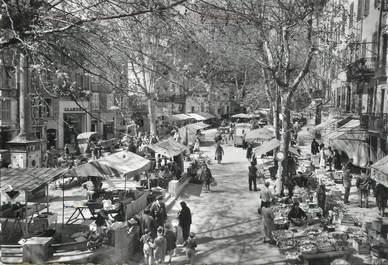 """CPSM FRANCE 83   """"Draguignan, la place du Marché"""""""