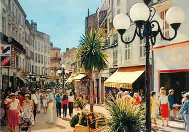 """CPSM FRANCE 83 """" Hyères, rue piétonne"""""""