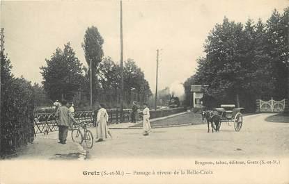 """CPA FRANCE 77  """"Gretz Armainvilliers, Passage à niveau de la Belle Croix"""""""