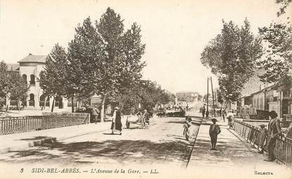 """CPA ALGERIE """"Sidi Bel Abbès, l'avenue de la gare"""""""