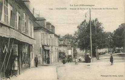 ".CPA  FRANCE 46 ""Gourdon, Avenue de Sarlat et Promenade de  l'Arbre Rond"""