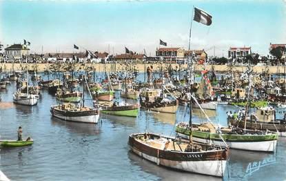 """.CPSM   FRANCE 17 """" Ile d'Oléron, La Cotinière, le port le jour de la fête de la mer"""""""