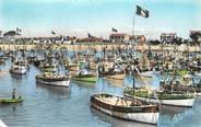 """17 Charente Maritime .CPSM   FRANCE 17 """" Ile d'Oléron, La Cotinière, le port le jour de la fête de la mer"""""""