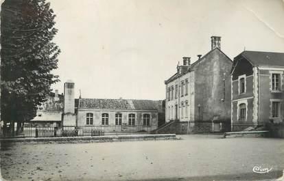 """.CPSM  FRANCE 85  """"Benet, Place de la Mairie"""""""