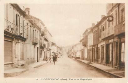""". CPA FRANCE 32  """"Vic Fezensac, Rue de la république"""""""