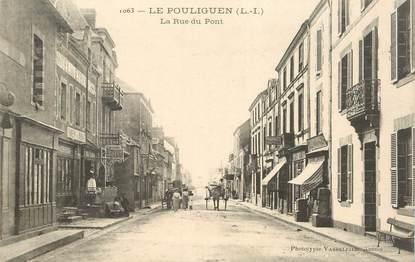 """CPA FRANCE 44 """" Le Pouliguen, la rue du pont"""""""