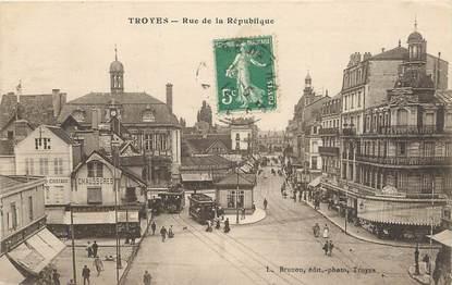 """CPA FRANCE 10 """"Troyes, rue de la République"""""""