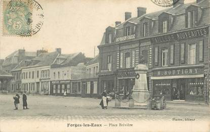 """CPA FRANCE 76 """"Forges les Eaux, la place Brévière"""""""