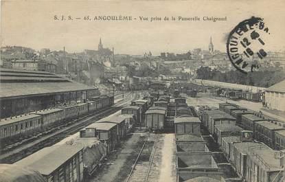 """.CPA  FRANCE 16  """"Angoulème, Vue prise de la passerelle Chaignaud"""" / TRAINS"""
