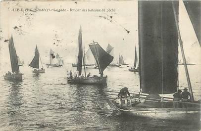 """.CPA  FRANCE 85 """" Ile d'Yeu, La rade, retour des bâteaux de pêche"""""""