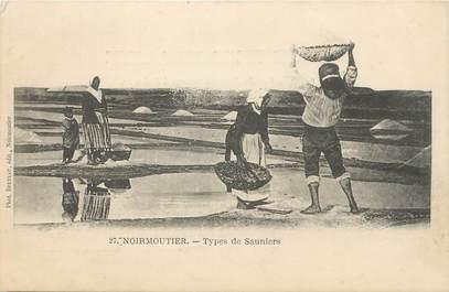 """.CPA  FRANCE 85 """" Ile de  Noirmoutier, Types de Sauniers"""""""