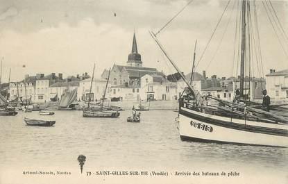 """.CPA FRANCE 85 """"St Gilles Croix de Vie, Arrivée des bâteaux de pêche"""""""