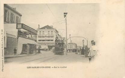 """.CPA FRANCE 85 """"Les Sables d'Olonne"""", Sur le remblai"""""""