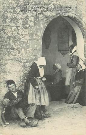 """.CPA FRANCE 22 """"Perros Hamon, La porte de la chapelle un jour de pardon""""/FOLKLORE"""