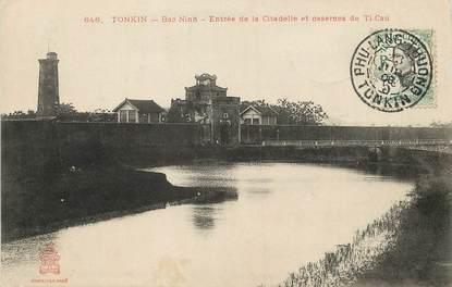 "CPA  INDOCHINE  ""Tonkin, Bac Ninh, entrée de la Citadelle et casernes de Ti Cau"""