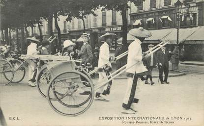 "CPA  INDOCHINE  ""Exposition internationale de Lyon, 1914, Place Bellecour, un pousse pousse"""