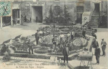""".CPA FRANCE 84 """"Avignon, Souvenir de l'exposition de 1907, cours d'honneur du Palais des Papes"""""""