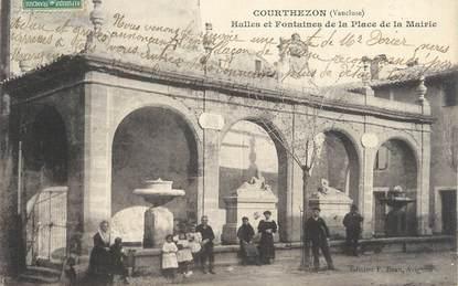 """.CPA FRANCE 84 """" Courthezon, Halles et fontaines de la place de la Mairie"""""""