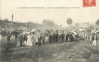 """.CPA  FRANCE 84 """" Cavaillon, Les courses, Les promeneurs sur la pelouse"""""""