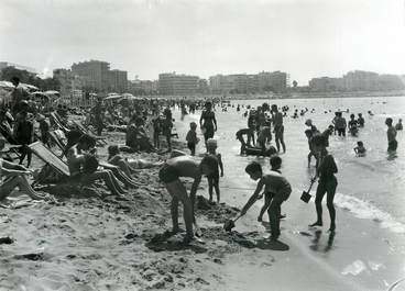 "PHOTO ORIGINALE DE PRESSE  /  FRANCE 06 ""Cannes, la plage"""