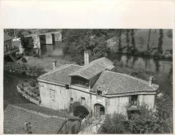 """PHOTO ORIGINALE / FRANCE 24 """"Dans le Périgord, un curieux moulin en forme de bateau, 1938"""""""