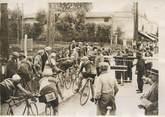 """France PHOTO ORIGINALE / FRANCE 33 """"Tour de France, au passage à niveau avant Bordeaux"""" / CYCLISME"""