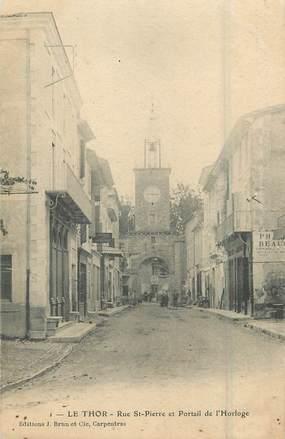 """.CPA  FRANCE 84 """"Le Thor, Rue St Pierre et portail de l'horloge"""""""