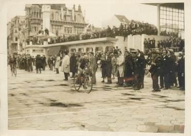 """PHOTO ORIGINALE / FRANCE 59 """"Le Tour de France, arrivée de Magne à Malo les Bains"""" / CYCLISME"""