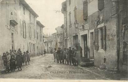".CPA  FRANCE 84 ""Villedieu, La grande rue"""