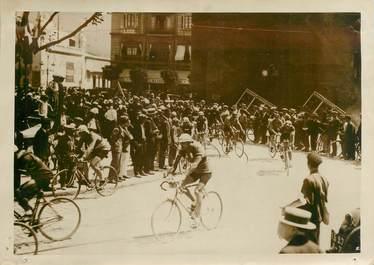 """PHOTO DE PRESSE ORIGINALE / FRANCE 66 """"Perpignan, le Tour de France, le coureur C. Pelissier au premier plan"""" / CYCLISME"""