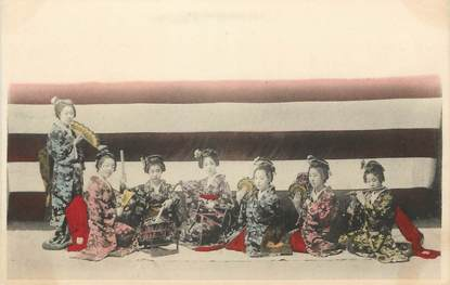 CPA  JAPON / GEISHA faisant de la musique