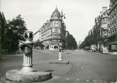 "PHOTO ORIGINALE / FRANCE 75 ""Paris, 1935, pendant les fêtes du 15 août, sur les Grands boulevards au carrefour Richelieu Drouot"""