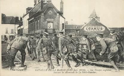""".CPA   FRANCE 77 """"La Ferté Gaucher, Bataille de la Marne 1914, troupes Anglaises chassant les Allemands"""""""