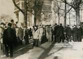 """75 Pari PHOTO ORIGINALE / FRANCE 75 """"Paris, manifestations aux Champs Elysées"""""""
