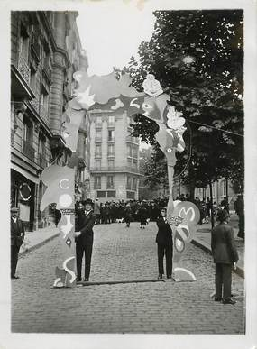"PHOTO ORIGINALE / FRANCE 75 ""Paris, Montmartre, Exposition des Arts Décors Hatifs"" / HUMOUR"