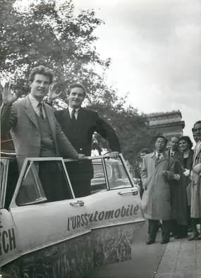 """PHOTO ORIGINALE / FRANCE 75 """"Paris, première voiture française qui a circulé librement en Russie"""""""