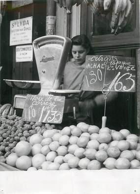 """PHOTO ORIGINALE / FRANCE 75 """"Paris, sur les marchés, la double étiquette"""""""