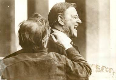"PHOTO ORIGINALE / THEME ACTEUR ""John WAYNE dans le film Brannigan, 1974"""